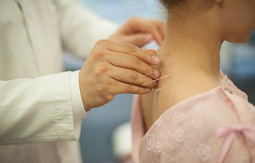 頭痛は首の赤信号? | 自生韓方病院