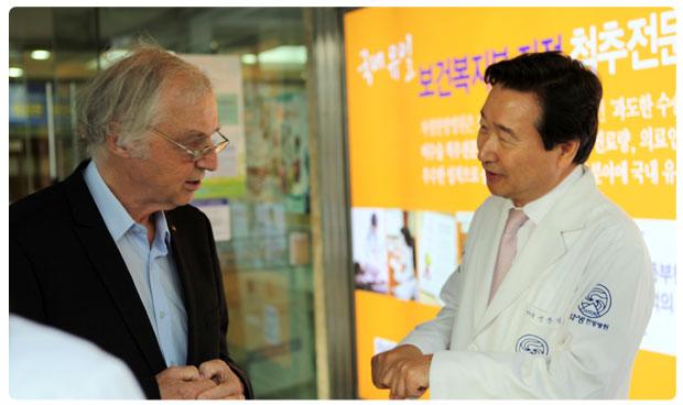 ノーベル化学賞受賞、ローバト・フーバー博士自生韓方病院来訪
