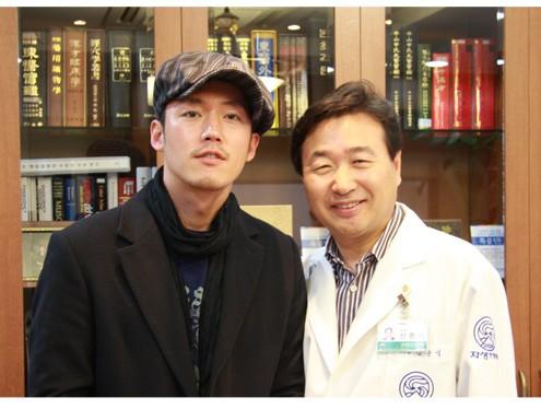 タレントジャン・ヒョク、自生韓方病院来訪